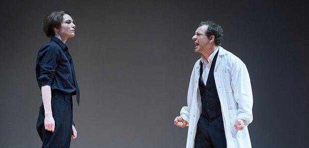 Szenenfoto Landestheater Vorarlberg 2020, Katrin Hauptmann u. Felix Defèr (c) Anja Köhler