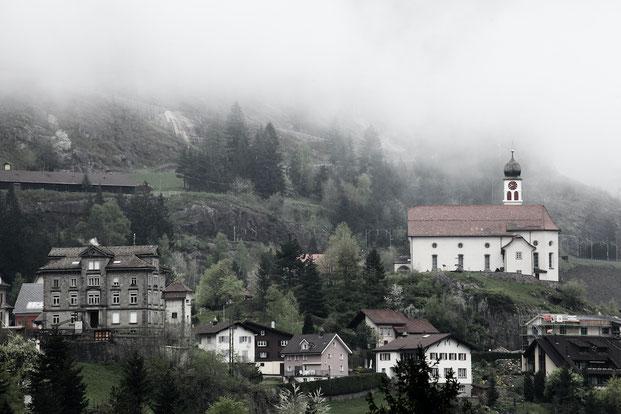 Die Kirche von Wassen - das Wahrzeichen der Gotthard Nordrampe