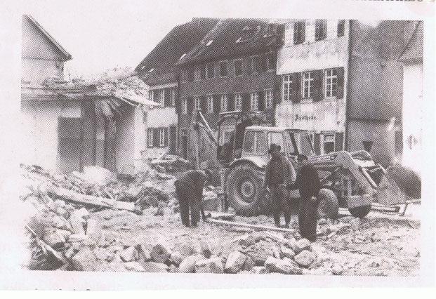 1966,  Abriss der Häuser auf dem Kirchplatz. Bild: Museum
