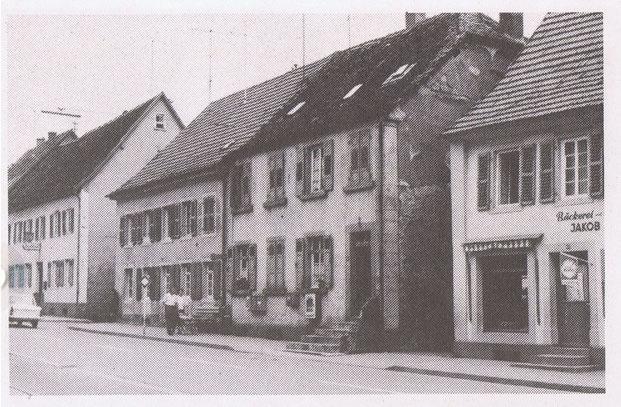1950,  Ansicht von der Hauptstrasse aus noch mit Bebauung. Bild: Museum