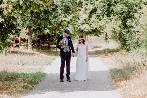 Braut und Bräutigam mit Brautstrauss