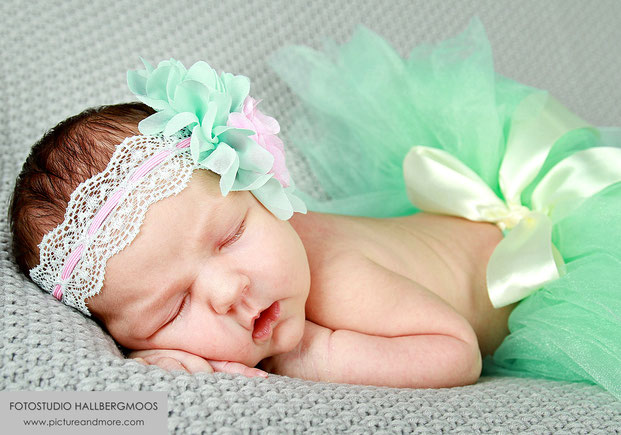 Newbornshooting - Fotostudio Hallbergmoos Iris Besemer www.pictureandmore.com