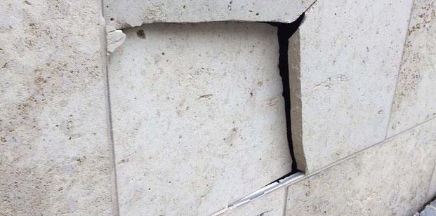 Synagoge Ulm Anschlag, Loch in Mauer