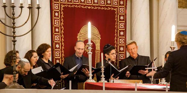 Synagogales Konzert von Alumni und Studenten des Potsdamer Kantorenseminars anlässlich dessen 10-jährigen Bestehens.