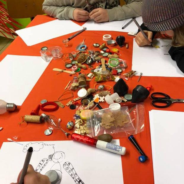 """ART mit mARTi: Gerne komme ich zu euch in die Schule, Kindergärten oder auf Kindergeburtstage und veranstalte dort einen kreativen """"Immer liegt was rum""""-Workshop (ab Alter 10-12 Jahren). Schreib mir einfach bei Interesse."""