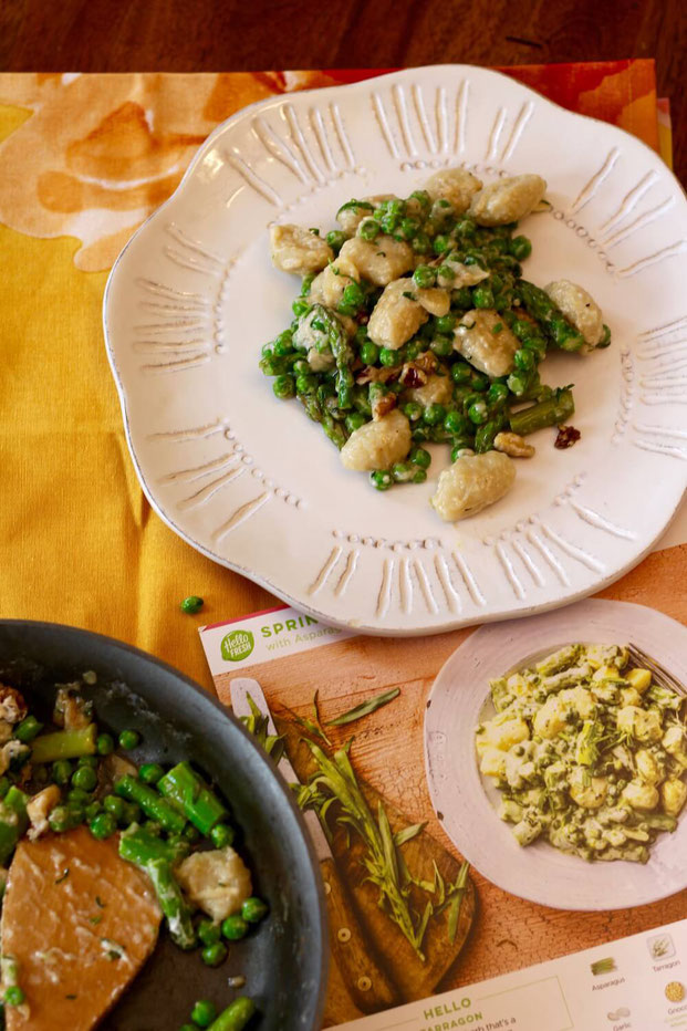 Interested in trying Hello Fresh recipes that are vegetarian? This healthy meal delivery service is great and one of the easiest meal delivery ideas out there. #hellofresh #vegetarian #vegan #plantbased #mealdelivery #easydinner #datenight #dinner