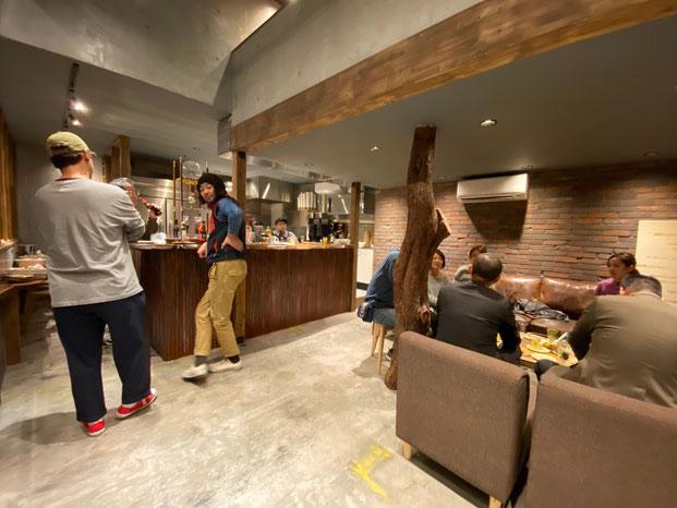 お披露目パーティの様子。こちらはカフェスペースです。2階ロフト席もあります。