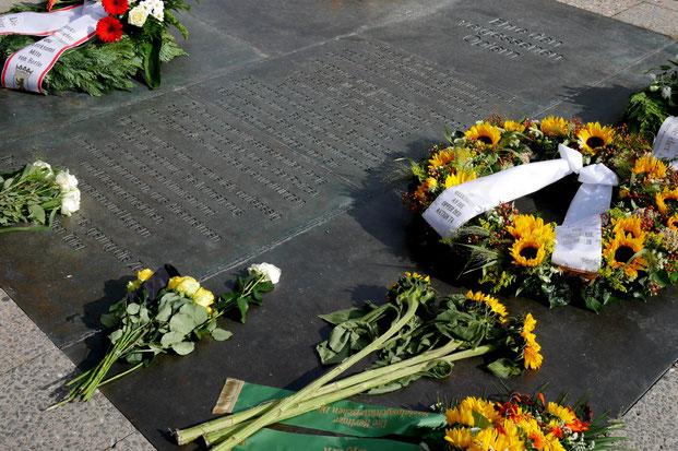 Nach der Gedenkfeier wurden Blumen und Kränze am Gedenkort T4 niedergelegt. (Foto: M. Gilfert)