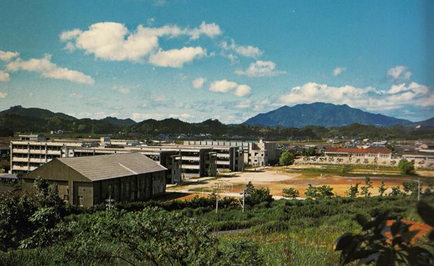 宗像高校 新校舎 裏側グランドから望む風景
