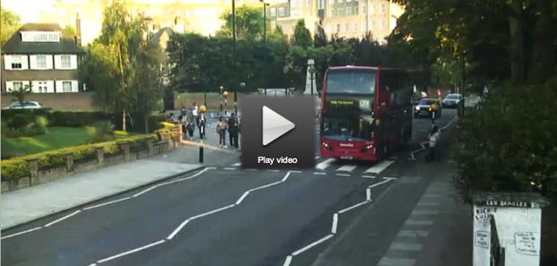 El famoso cruce frente a los estudios Abbey Road, donde grabó The Beatles uno de sus álbum discográficos, ya puede verse a cualquier hora, gracias a la tecnología streaming.