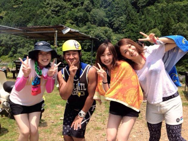 (右から2番目)伊藤選手とお友達