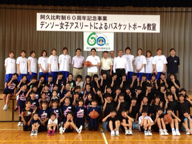 竹内町長、石井教育長、武田体育協会会長、土井バスケ協会会長、前野所長(デンソー阿久比製作所)が当日会場にお見えになりました。