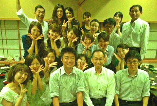 服部選手(最後列の左から2番目)と秘書室の皆さん