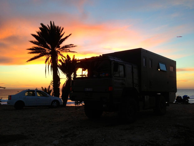 Boondocking in africa expedition vehicle overland travel truck camping wild camping at the beach expedition trucks Expeditionsmobil,Allrad-Reisemobil,Off-Road-Wohnmobil,Weltreisemobil,Fernreisemobil,LKW-Reisemobil,Allrad-Expeditionsmobil