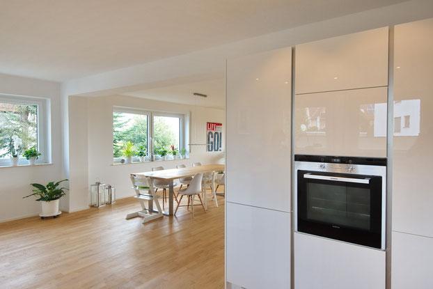 Blick von der Küche Richtung Essbereich