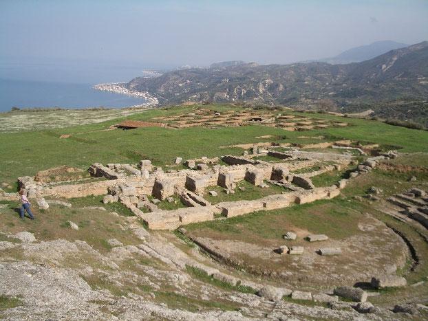 antike Ausgrabungsstäte EGIRA, hoch über dem Meer