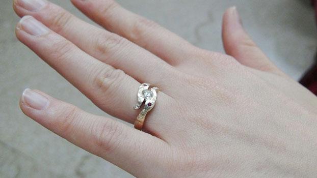 個性的な婚約指輪