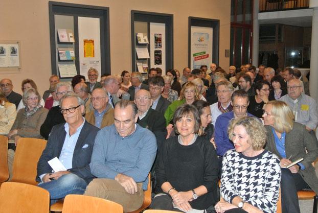Die Gründungsversammlung im Foyer des Rathauses war gut besucht