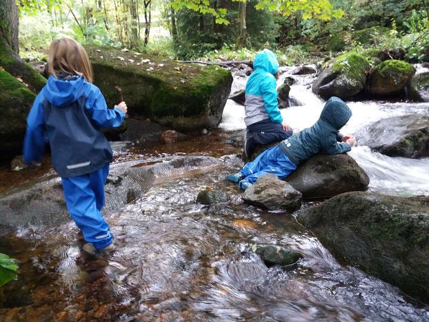 Eine Runde Regensachen testen :-) Ich brauche die Natur und die Räuberkinder das Abenteuer