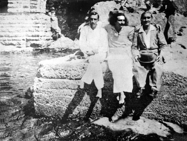 August 1932 : (L-R) Chanji Dadachanji, Meher Baba & Kaka Baria - Courtesy of MN Collection
