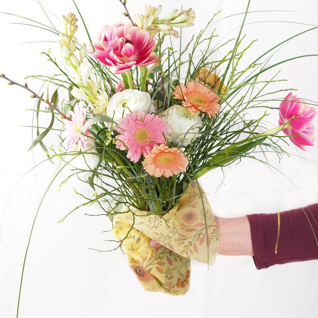 (Der Blumenstrauß ist nicht im Lieferumfang enthalten)