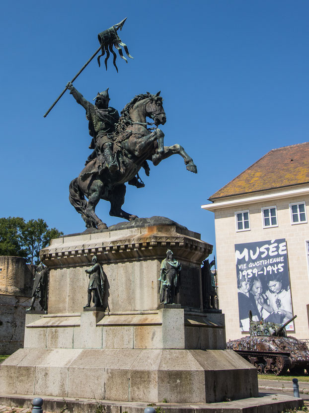 Die Statue von Wilhelm der Erober im Stadtzentrum von Falaise.