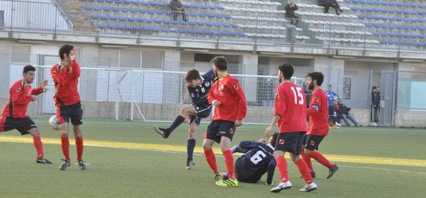 Nella foto la conclusione vincente di Andrea Cupello in Pe Nord-Verlengia (1-1)