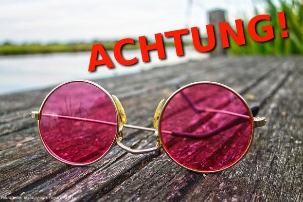 Die rosarote Brille verschleiert uns oft den Blick auf die Realität. Was kann man dagegen unternehmen? Antworten findest du hier.