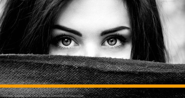 Wie spricht man eine Frau am besten an? Antworten hier im Artikel.