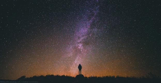 Der Blick in den Sternenhimmel ist ein Blick in die Vergangenheit. Zeit ist relativ.