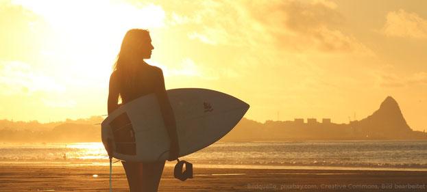 Eine Surferin als Freundin. Wäre das nicht fantastisch? Selbstverbesserung kann dir dabei helfen.