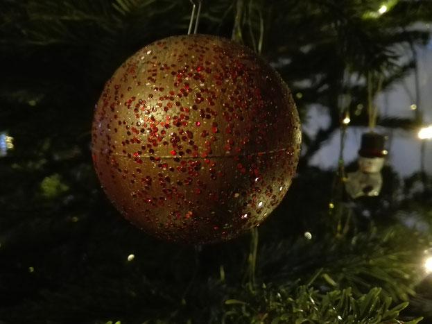 Kraftquelle, preisgünstige, schnelle Ruckzuck-Kugeln, entspannter Advent, preisgünstige Weihnachtsdekoration, günstige, schnelle und einfache Dekoration