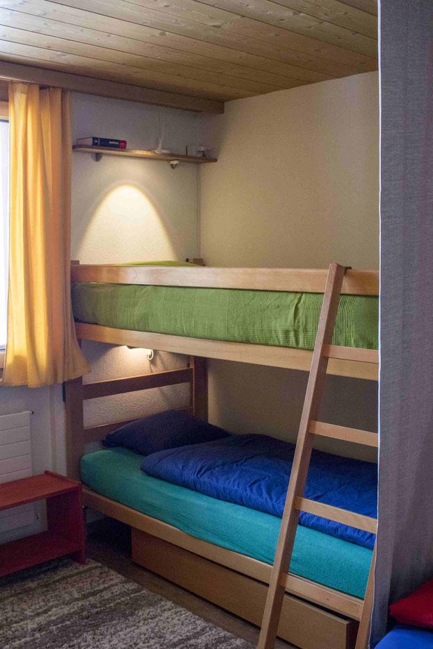 Schlafzimmer Kajütenbett Erholen Schlafen Ferienwohnung Melchsee-Frutt www.ferienwohnung-melchsee-frutt.ch Obwalden Schweiz