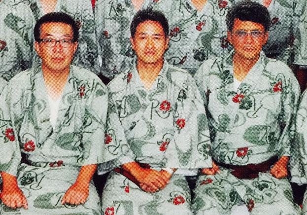 写真は、昨年7月26日浜松「サゴーロイヤルホテル」にて「横地会」での集合写真。左から、品川会副会長・横地光彦鳩舎、品川会々長・高塚久雄鳩舎、竹垣悟