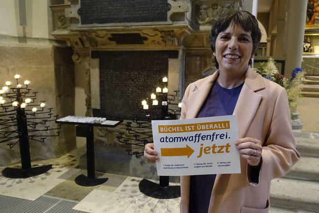 Margot Käßmann, Theologin, ehem. EKD-Ratsvorsitzende, tritt für die sofortige Abrüstung der in Büchel stationierten Atomwaffen ein.