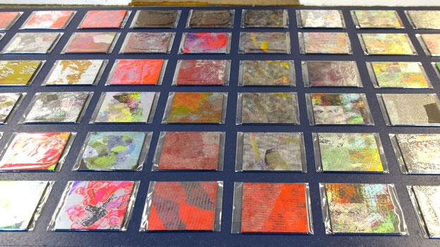 Seit kurzem lässt die Künstlerin Aluminiumplatten bedrucken, die in der Ausstellung ebenfalls käuflich zu erwerben sind.