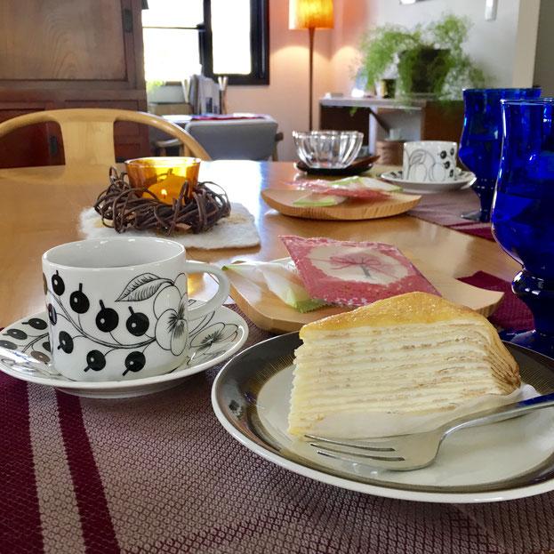 浦和駅前のドトールは実はいちばんお世話になったわたしの憩いの場。おなじみミルフィーユはやわらかい甘みで好き❤ 外でわたしが食べたくなる唯一のケーキかなぁ。この日の個人レッスンではこの気持ちを共有してくださる方のために持ち帰ってきました❤