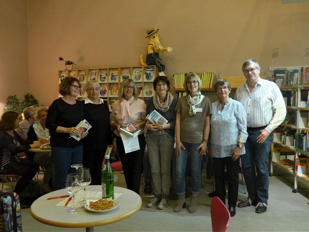 Von links n. rechts: Ruth Tavernier, Gisela Majumder, Gudrun Kaschluhn, Ria Watrin, Birgit Kasberg, Elisabeth Vietzke, Dieter Froning