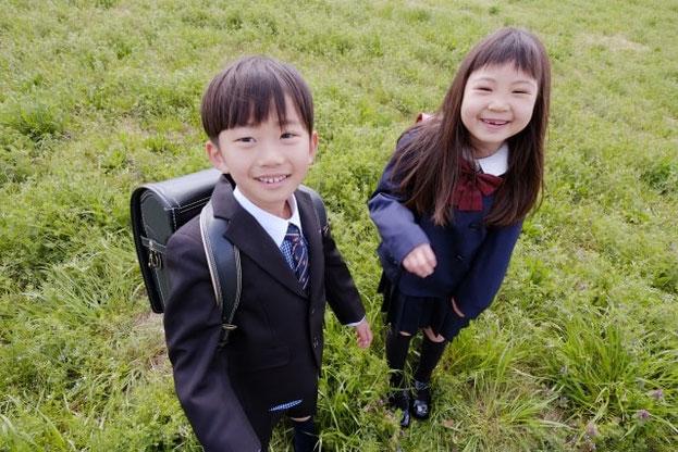 小学生の男の子と女の子