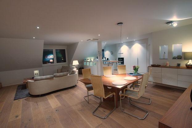 Großer Wohn- Essbereich mit angegliederter Küche