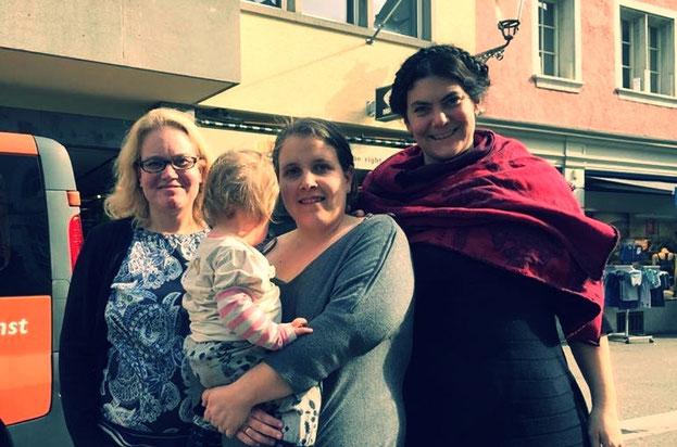6. März 2018: Verein Roses Revolution Schweiz wird in Winterthur gegründet. Von links nach rechts: Monika Di Benedetto, Jasmin Heierli mit Vivienne und Nora Staël