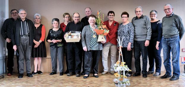 Nicole Suhard avec les membres du Conseil d'Administration des Amitiés Brielloises
