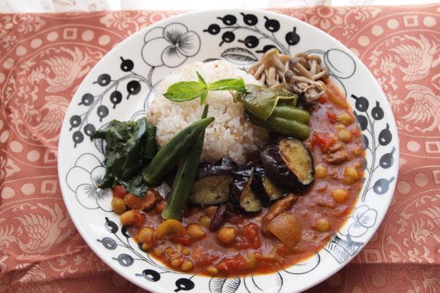 牛スジと豆のトマトカレー