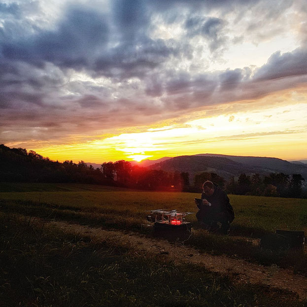 Multikopter, Drohnen, Sonnenuntergang, Wiese, Duggingen, Hochwald, Pfeffingen