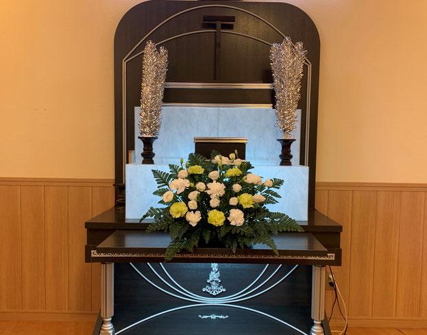 写真は祭壇花+5万円プランのイメージです。