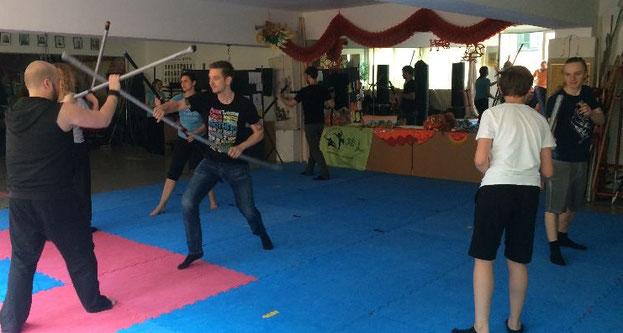 Erstes Training mit den neuen Polsterwaffen in der Jing Wu Kung Fu Schule Köln