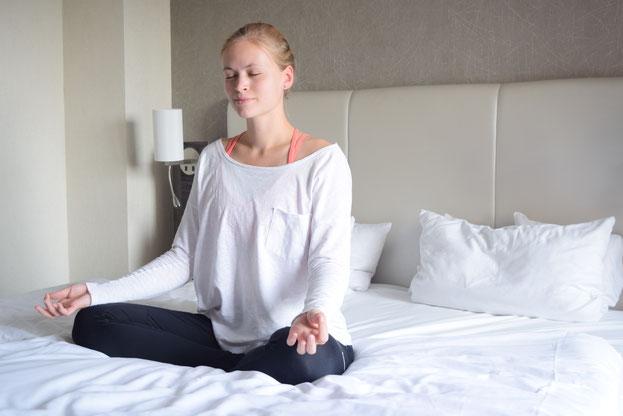 Meine tägliche Yoga Routine mit Tipps für mehr Sport und Bewegung im Alltag.