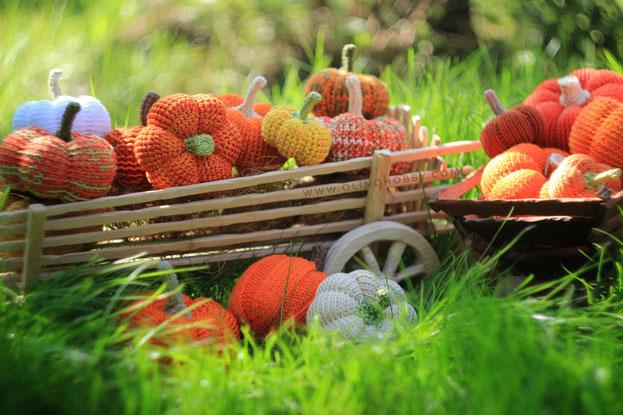 crochet pumpkins, knitted pumpkin