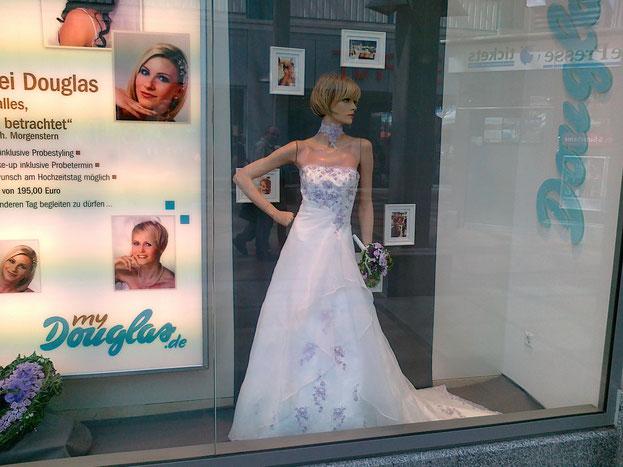 Schaufenster Douglas Röhrsdorf Fee Brautmoden
