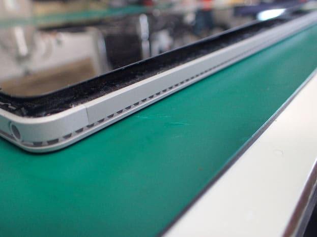 Surface book バッテリー膨張で画面浮き